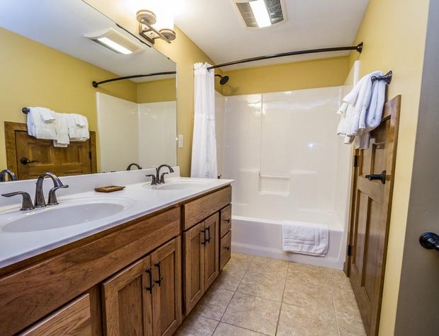 CH542-5-Bathroom1-1.jpg
