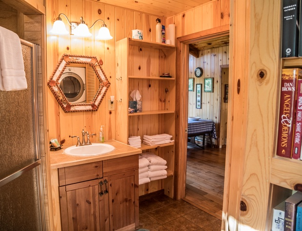 Christines-6-Bathroom2.jpg
