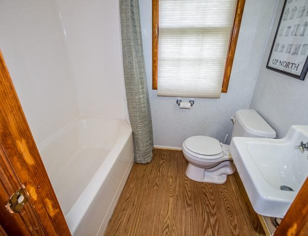 Brave Cove-5-Bathroom1-1.jpg