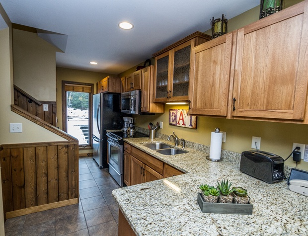 CH542-3-Kitchen1.jpg