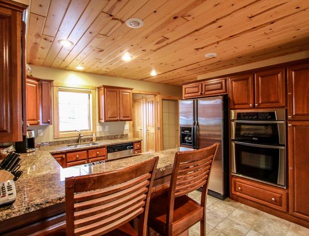 Cobblestone10-3-Kitchen3.jpg