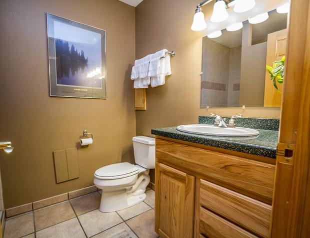 Chateau 28-5-Bathroom1.jpg