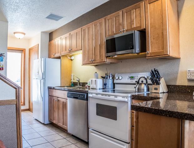 CH 511-3-Kitchen1.jpg