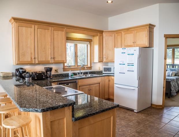 Aspenwood 6536-3-Kitchen2.jpg