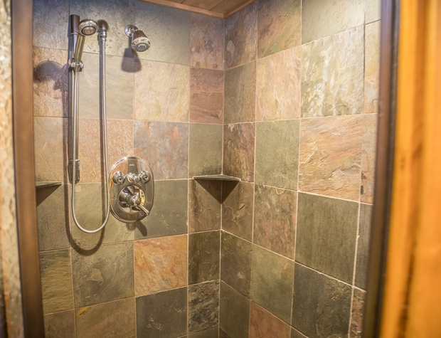 13B-4-Bathroom5.jpg