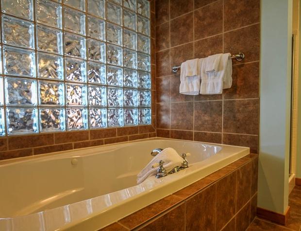 Aspenwood6526-5-Bathroom-2.JPG