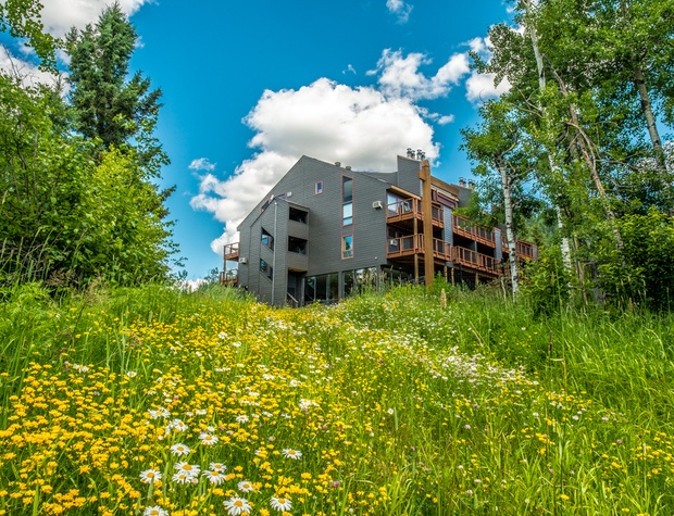 Caribou Highlands 115A is a 1 bedroom loft unit located in the Alpine building at Caribou Highlands Resort.