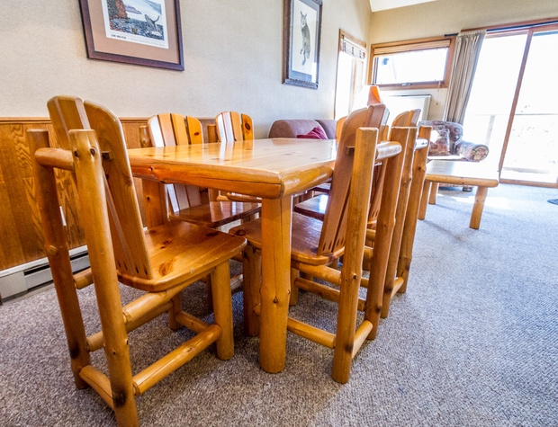 There is seating for six in the dining room area.