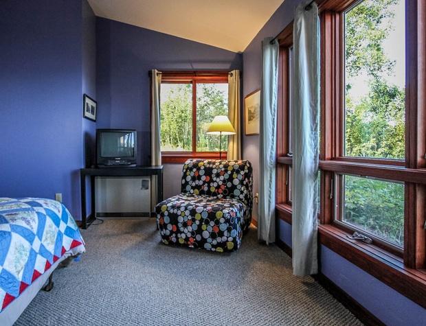 Hwy61-5-Bedroom2-3.JPG