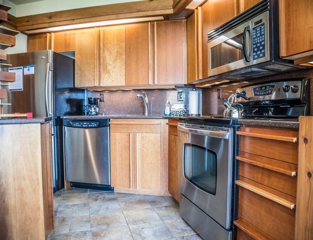 13B-2-Kitchen1.jpg