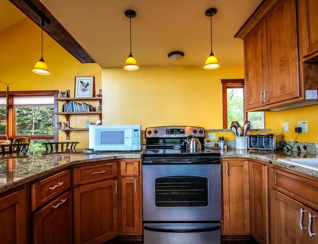 Hwy61-4-Kitchen-2.JPG