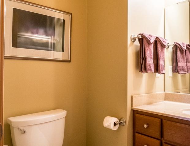 Cobblestone10-5-Bathroom1-1.jpg