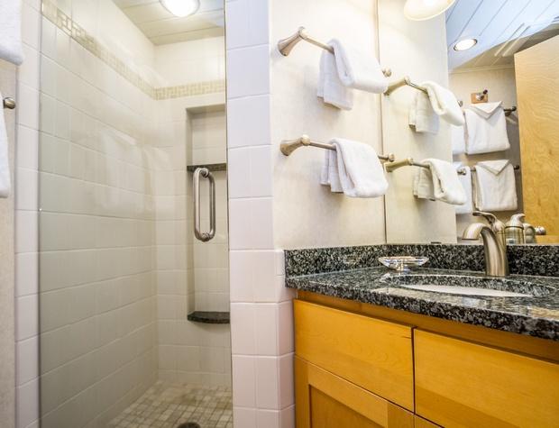 Bluefine14-14A-4-Bathroom1.jpg