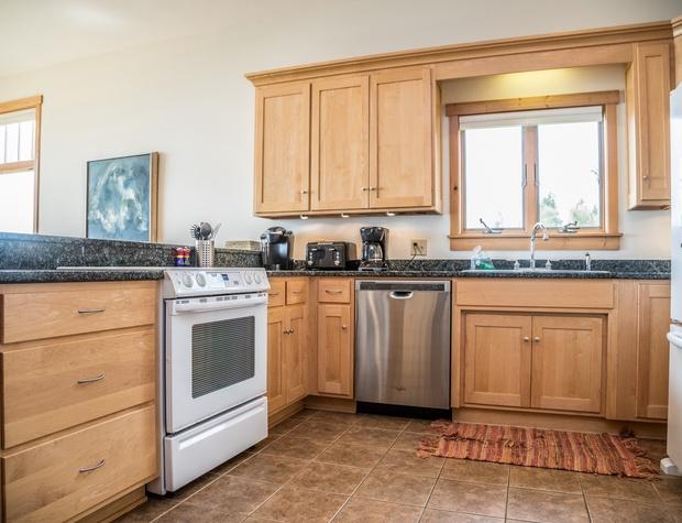 Aspenwood 6536-3-Kitchen3.jpg