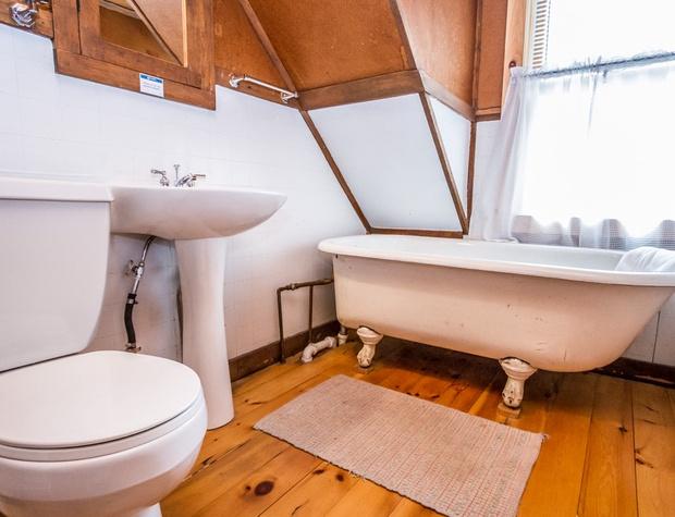 Deer Creek-6-Bathroom2-1.jpg
