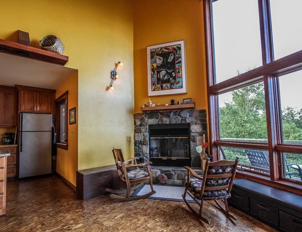 Hwy61-2-Livingroom-2 (2).JPG