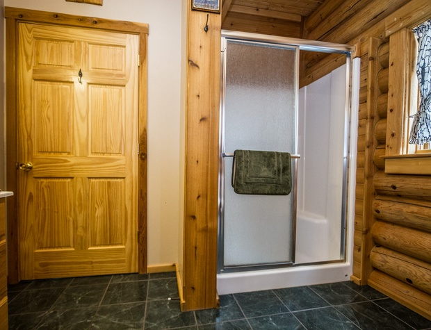 Eagles Nest-5-Bathroom1-2.jpg