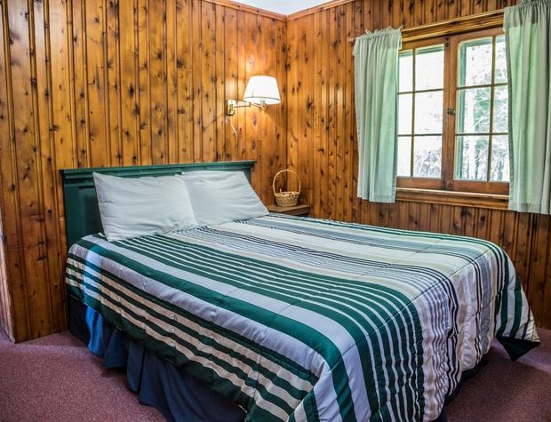 14-4-Bedroom2-1.jpg