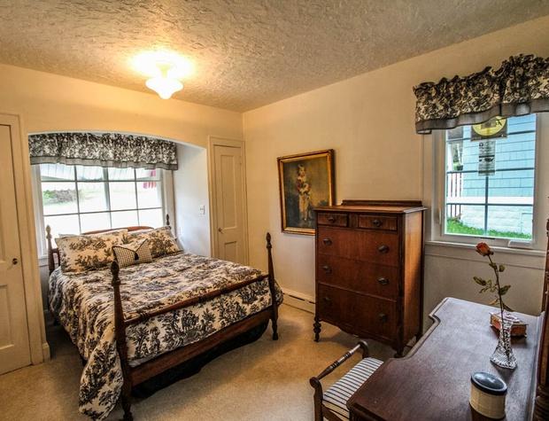 SuperiorOverlook-6-Bedroom2-1.jpg