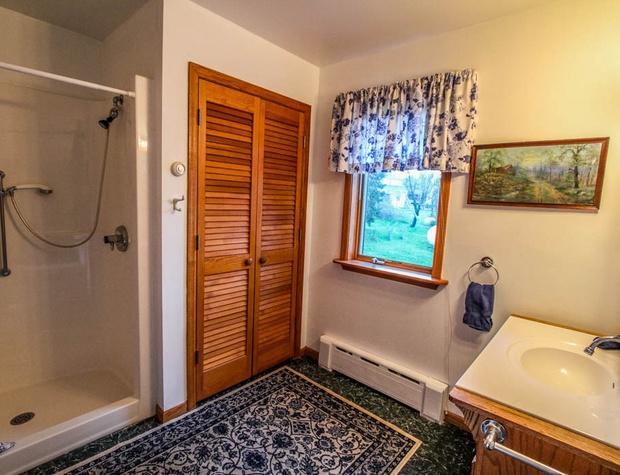SuperiorOverlook-7-Bathroom1-1.jpg