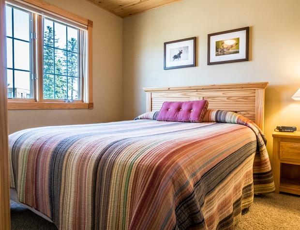 Cobblestone10-4-Bedroom2-2.jpg
