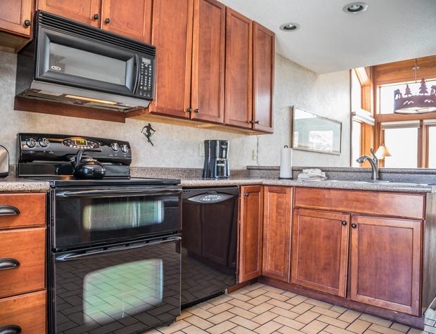CH 518-3-Kitchen2.jpg