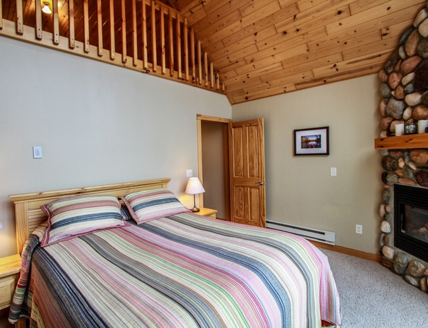 Cobblestone10-4-Bedroom1-3.jpg
