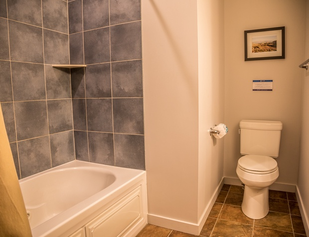 Aspenwood6548-5-Bathroom2-1.jpg