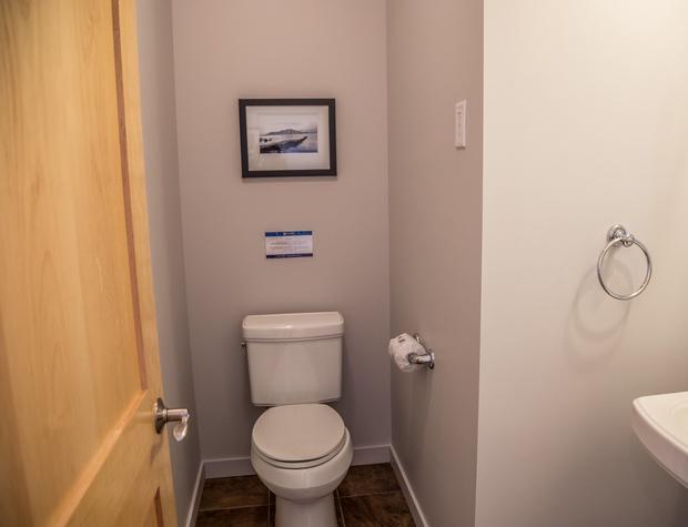 Aspenwood6542-5-Bathroom3-1.jpg