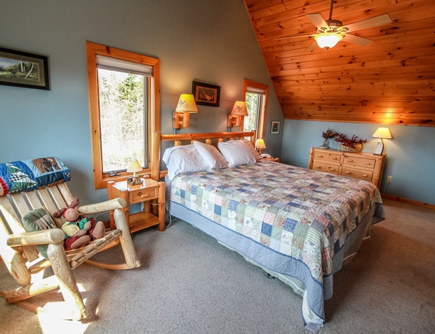 LogLodge24-4-Bedroom1-3.jpg