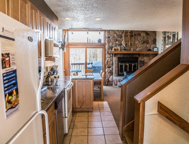 CH 511-3-Kitchen2.jpg