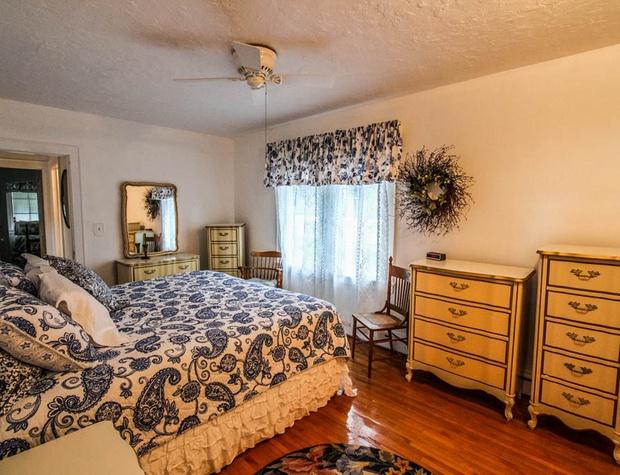 SuperiorOverlook-6-Bedroom1-1.jpg
