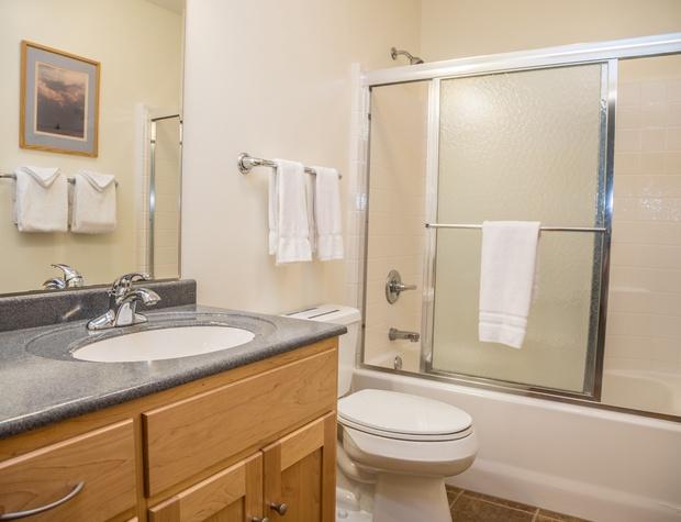 Aspenwood 6536-5-Bathroom2.jpg