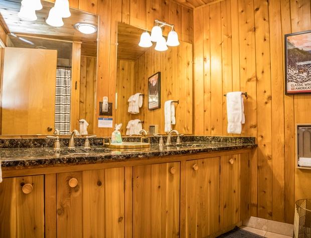 Baileys-6-Bathroom1.jpg