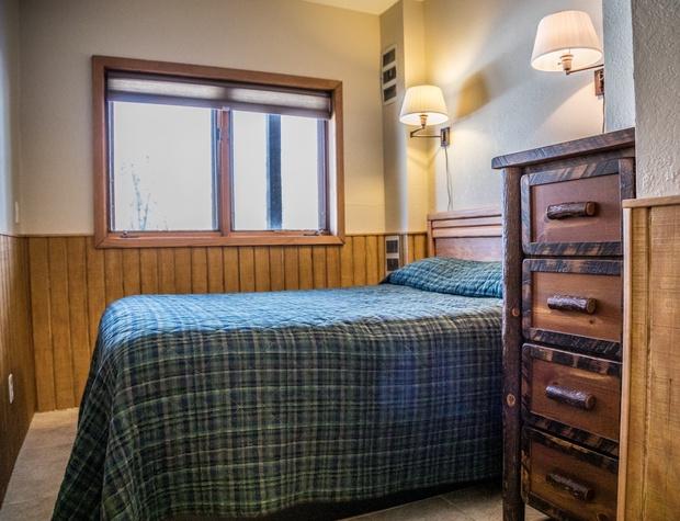 CH 511-4-Bedroom2-1.jpg