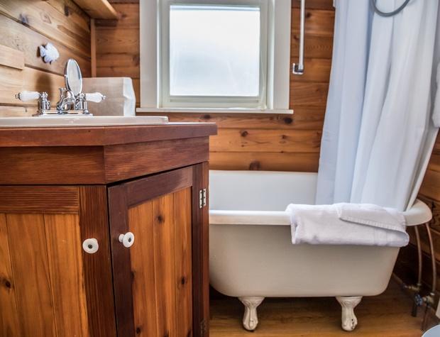 Voyageur-5-Bathroom2.jpg