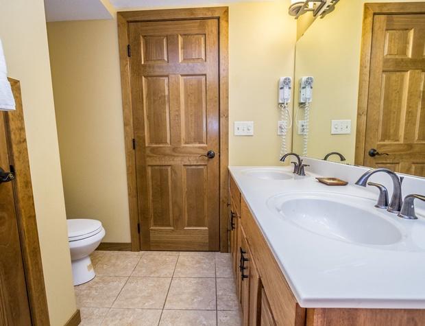 CH542-5-Bathroom1-2.jpg