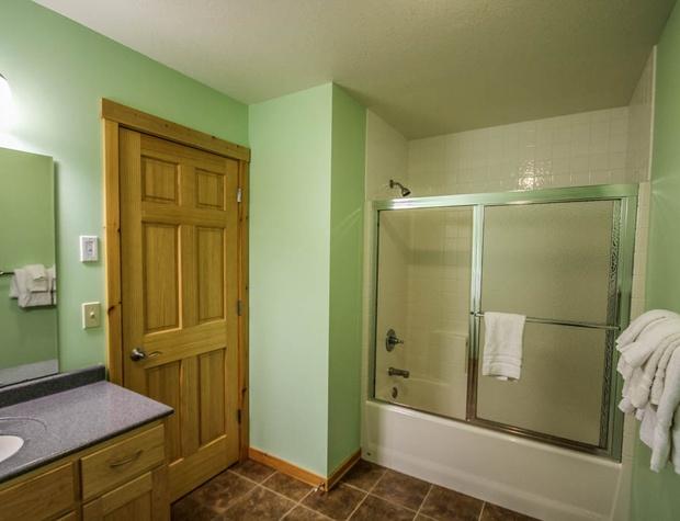 Aspenwood6526-5-Bathroom2-1.JPG