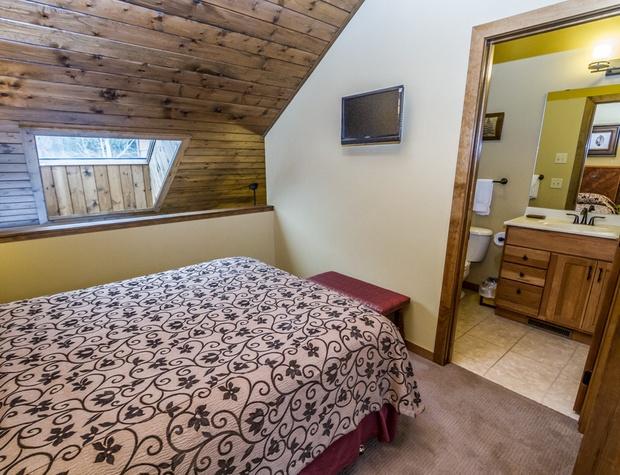 CH542-4-Bedroom1-3.jpg