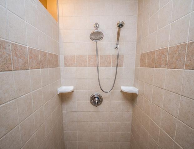 Chateau 28-5-Bathroom3.jpg