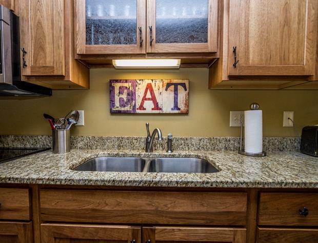 CH542-4-Kitchen4.jpg