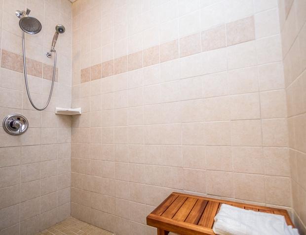 Chateau 28-5-Bathroom2.jpg