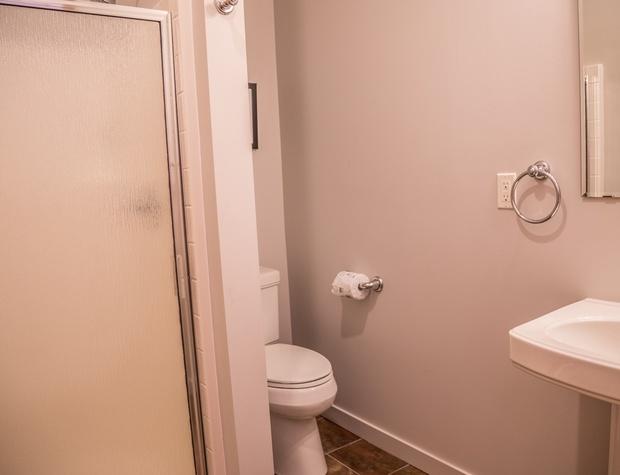 Aspenwood6542-5-Bathroom2-1.jpg
