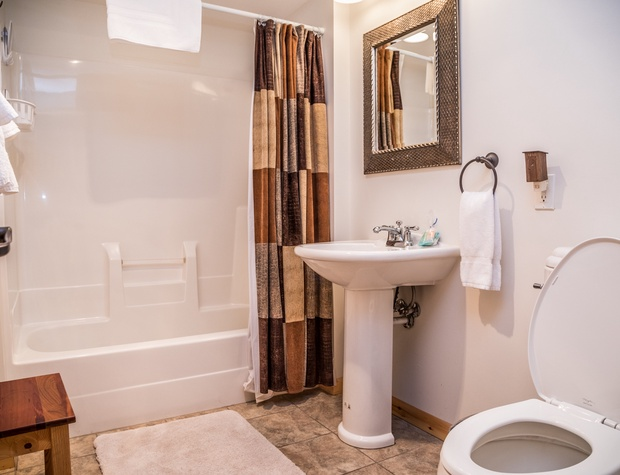 Maple Haven-5-Bathroom1.jpg
