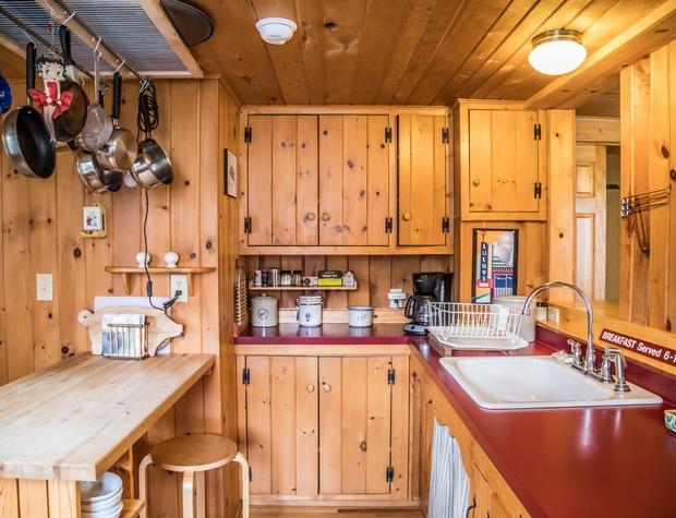 Voyageur-3-Kitchen2.jpg