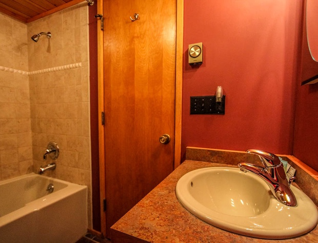 Nordkapp-7-Bathroom.JPG