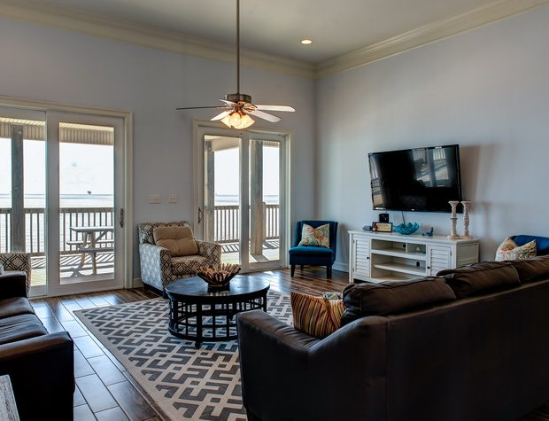Large Living Room Pet Friendly Waterfront