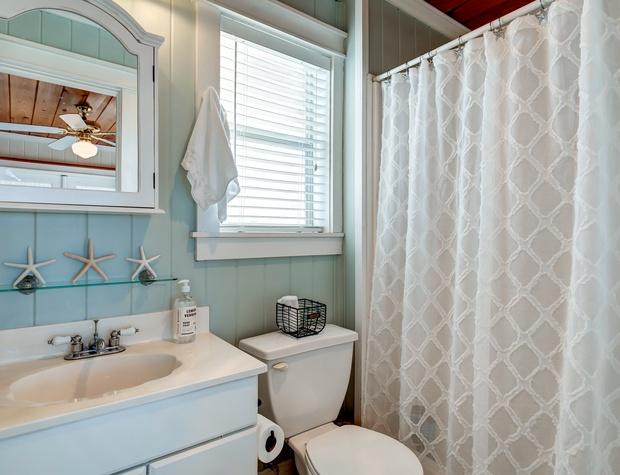 NE Bedroom Bath