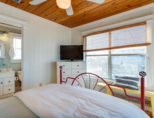 NE Queen Bedroom Dauphin Island Vacation Home