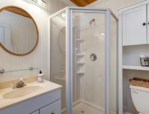N King Bed Bathroom